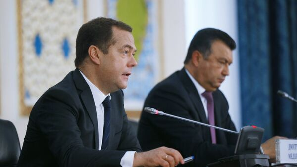 Председатель правительства РФ Дмитрий Медведев и премьер-министр Таджикистана Кохир Расулзода