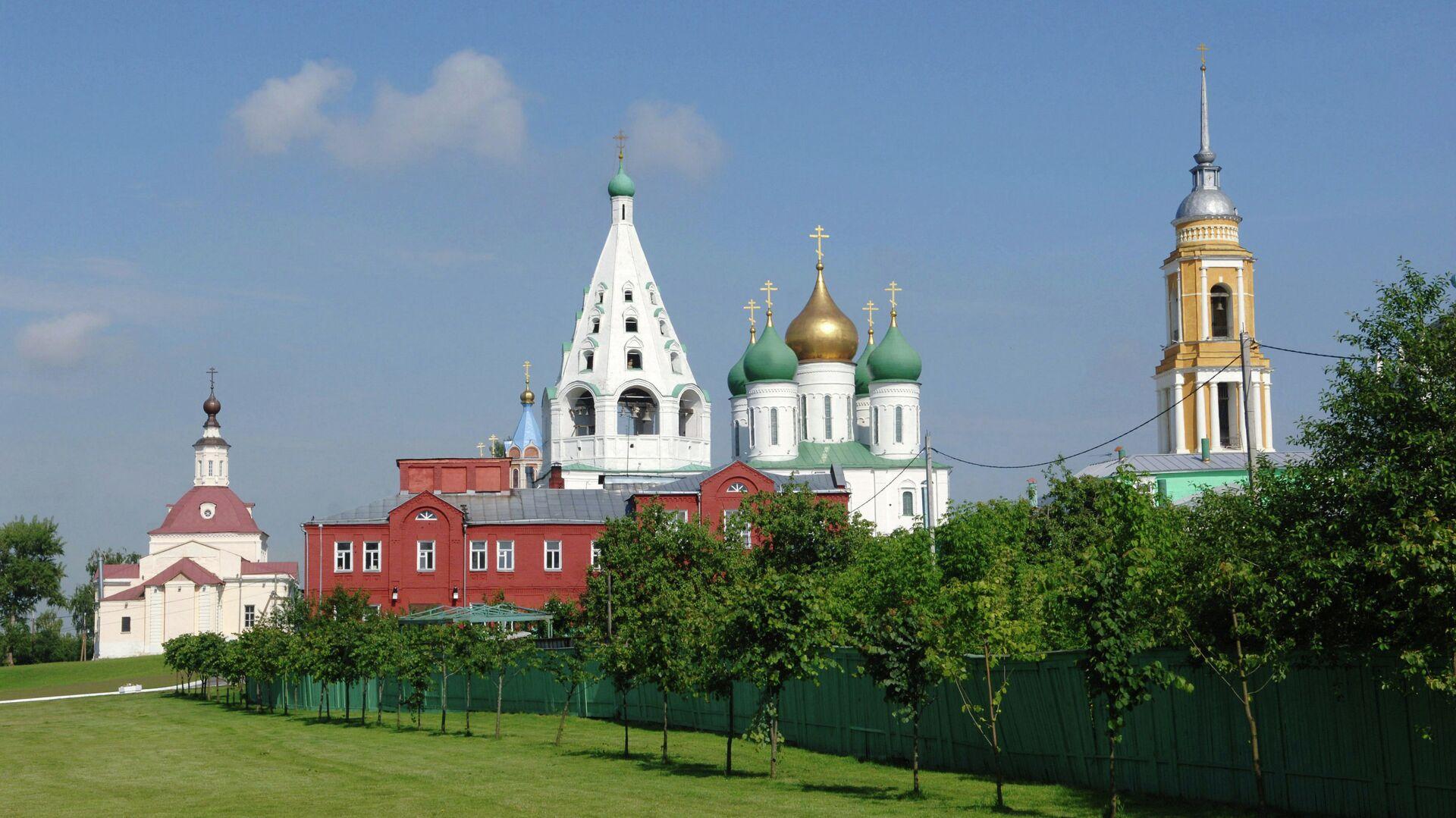 В Москве арестовали экстремалов, прыгнувших с парашютом с крыши дома