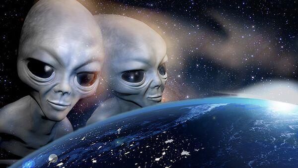 Обитатели другой планеты наблюдают Землю