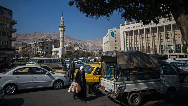 Прохожие на улице в Дамаске