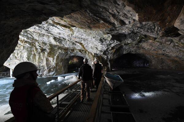 Грот во льдах, подземный парк Рускеала