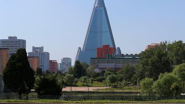 Вид на гостиницу Рюгён в Пхеньяне