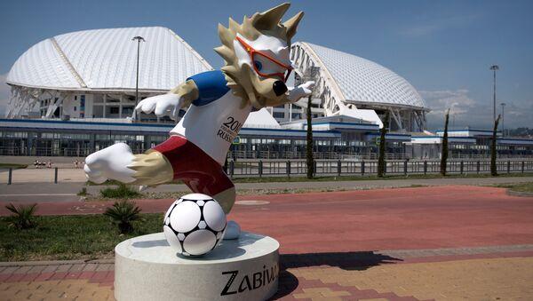 Официальный талисман чемпионата мира по футболу ФИФА-2018 волк Забивака в Олимпийском парке в Сочи