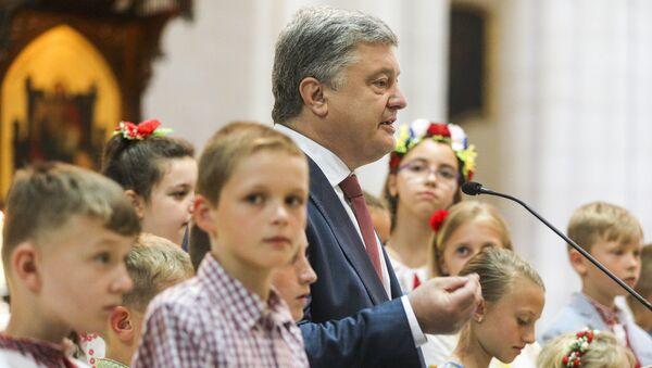 Президент Украины Петр Порошенко во время визита в Испанию