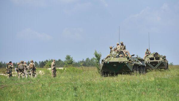 Украинские военнослужащие на Яворивском полигоне во Львовской области.  Архивное фото