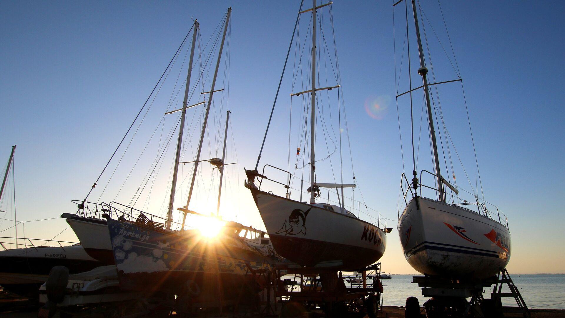 Сторожевые катера спасли яхты, терпящие бедствие в районе Сочи