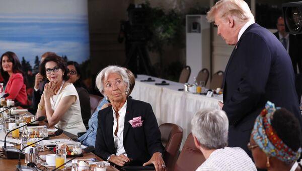 Президент США Дональд Трамп с опозданием прибыл на завтрак лидеров G7, который был посвящен вопросам гендерного равенства. 9 июня 2018