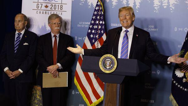 Президент США Дональд Трамп во время пресс-конференции на саммите G7. 9 июня 2018