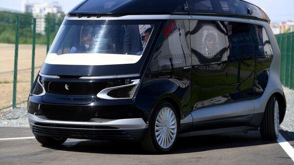 Тест-драйв прототипа беспилотного электробуса ШАТЛ, предоставленного российским производителем грузовых автомобилей Камаз, в Казани. Архивное фото