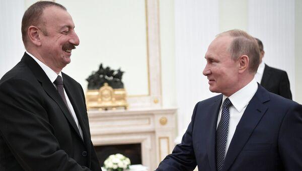 Владимир Путин и президент Азербайджана Ильхам Алиев. Архивное фото