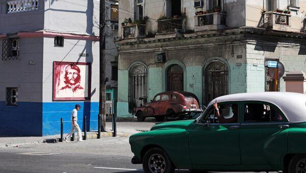 Портрет Эрнесто Че Гевары на улице города в районе Старая Гавана
