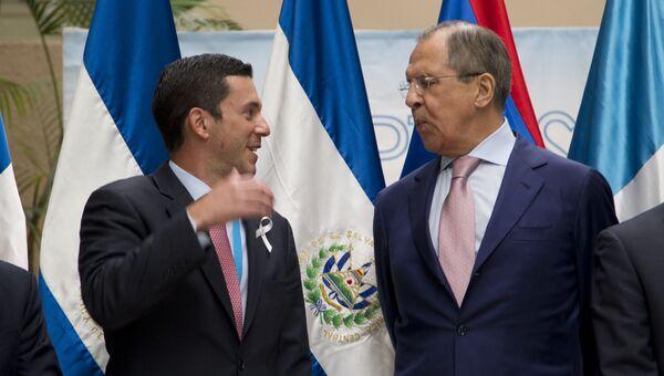 Замминистра иностранных дел Панамы Луис Инкапье и министр иностранных дел РФ Сергей Лавров во время встречи в Гватемале. 26 марта 2015