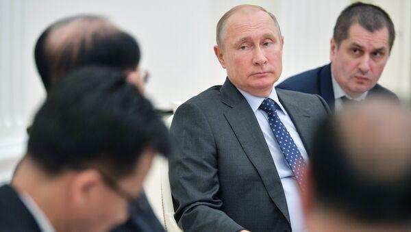 Владимир Путин во время встречи с председателем президиума верховного народного собрания КНДР Ким Ен Намом. 14 июня 2018