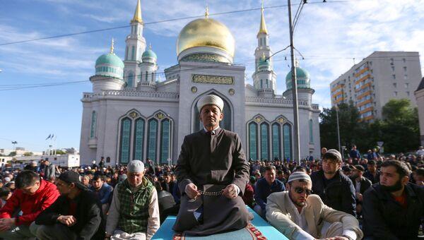 Празднование Ураза-байрама в Московской соборной мечети. 15 июня 2018
