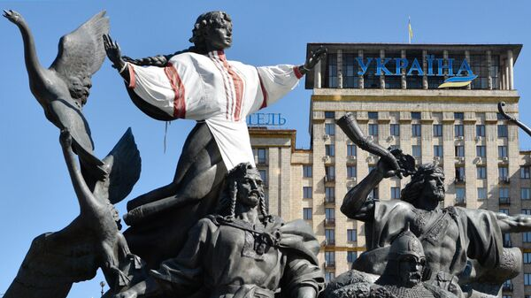 Памятник основателям Киева на площади Независимости в Киеве