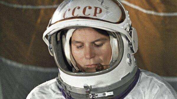 Космонавт Валентина Терешкова в Звездном городке во время подготовки к полету
