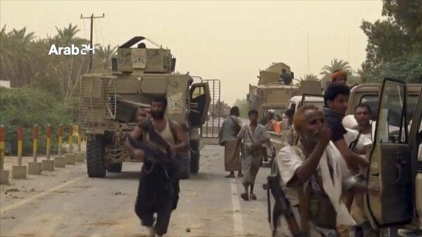Военные силы Саудовской Аравии собираются для отбития международного аэропорта в Йемене, находящегося в городе Ходейда, у повстанцев-хуситов. 16 июня 2018