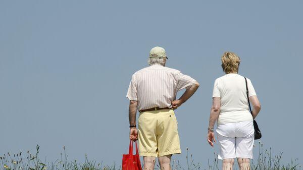 Пожилая пара в Куксхафене, Германия