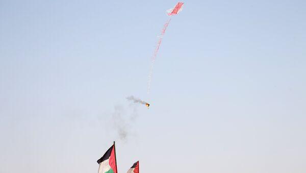 Воздушный змей с привязанным горючим веществом в районе границы Израиля и сектора Газа. 8 июня 2018