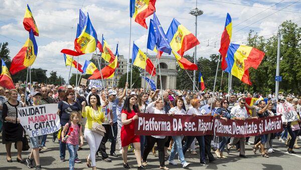Сторонники Андрея Нэстасе на митинге против решения суда, не признавшего итоги голосования. 26 июня 2018