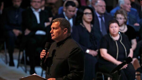 Телеведущий телеканала Россия Владимир Соловьев на церемонии прощания с поэтом Андреем Дементьевым. 29 июня 2018