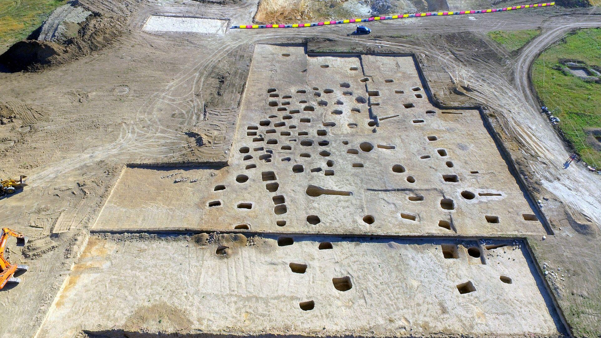 Позднескифский могильник II-IV веков нашей эры, найденный при раскопках на будущей автотрассе Таврида в районе Севастополя. 29 июня 2018 - РИА Новости, 1920, 28.01.2021