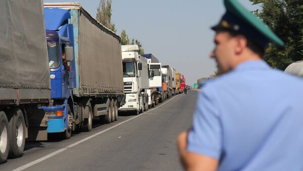 Грузовики на российско-украиской границе. Архивное фото