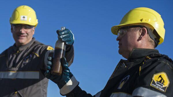 Операторы по добыче нефти на Ново-пурпейском месторождении в Ямало-Ненецком автономном округе