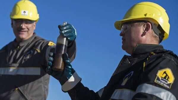 Операторы по добычи нефти на Ново-пурпейском месторождении в Ямало-Ненецком автономном округе