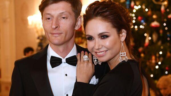 Телеведущий Павел Воля с супругой Ляйсан Утяшевой на маскарадном балу Bosco Бал 2017 в Большом театре