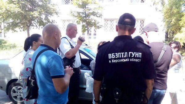 Задержание женщины в Херсонской области Украины, пытавшейся продать сына. 4 июля 2018