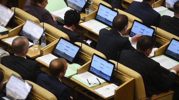 Депутаты на первом заседании Государственной Думы РФ нового созыва