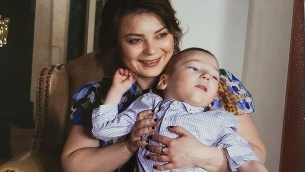 Екатерина Коннова с сыном Арсением