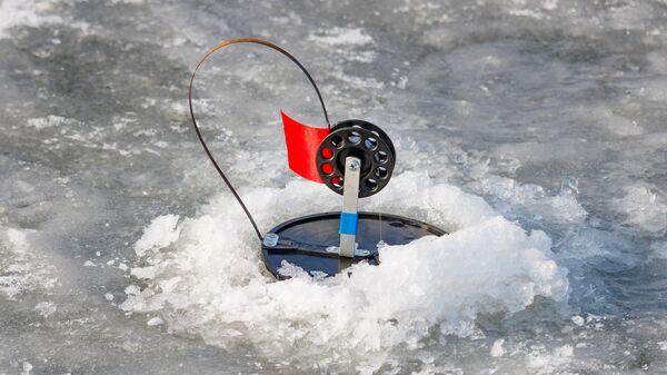 МЧС напомнило, какой толщины должен быть лед для безопасной рыбалки