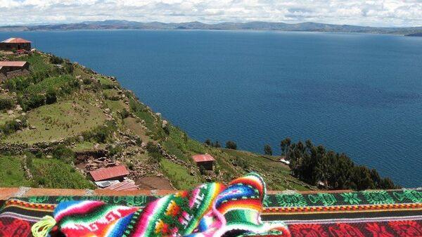 Побережье озера Титикака в Боливии