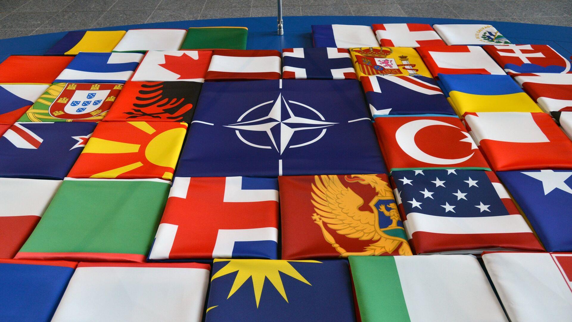 Флаги саммита стран-участниц НАТО в Брюсселе - РИА Новости, 1920, 13.06.2021