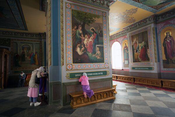 Интерьер верхнего храма Спасо-Преображенского собора на территории Валаамского монастыря