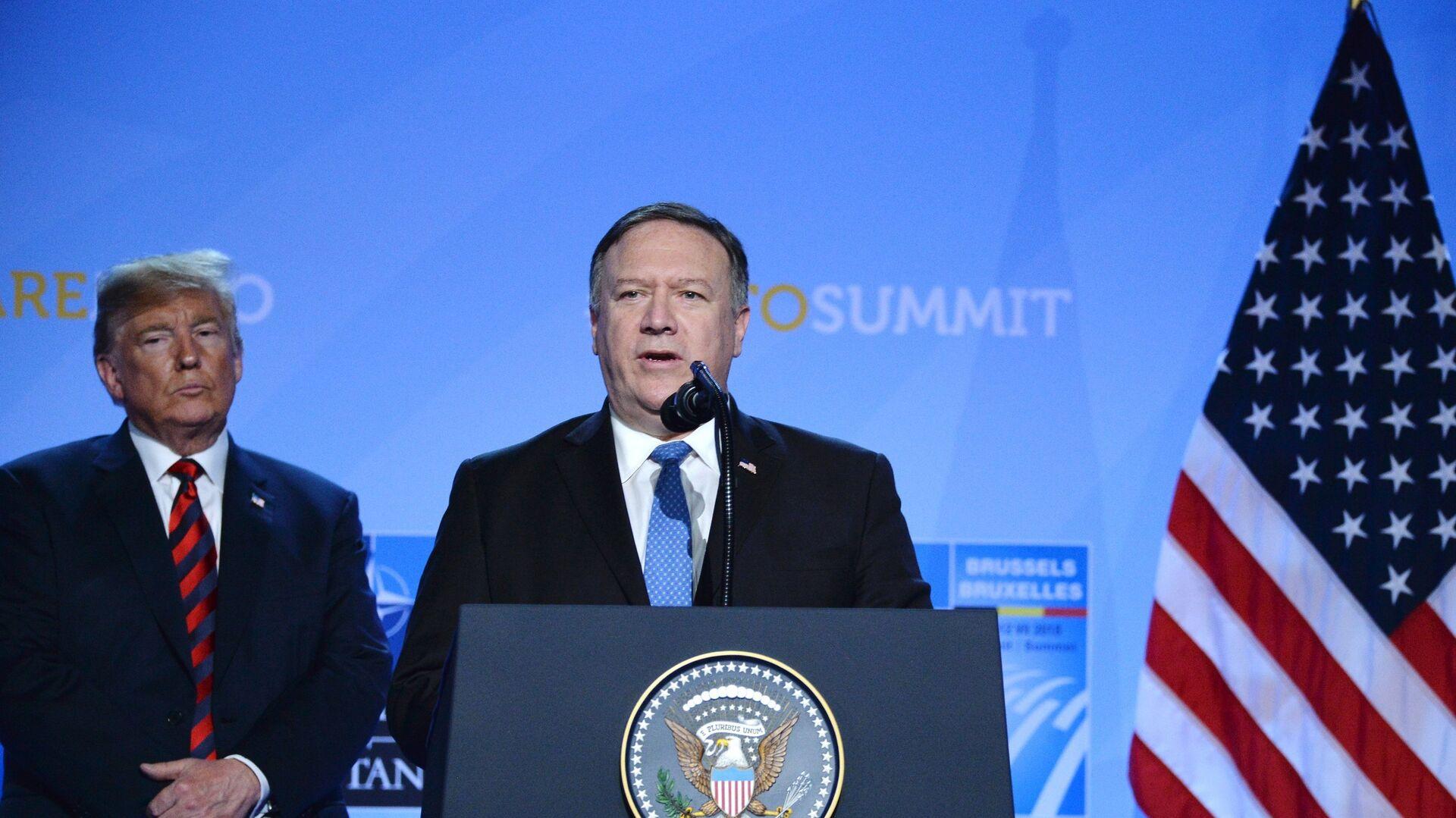 Президент США Дональд Трамп и государственный секретарь США Майк Помпео на саммите НАТО. 12 июля 2018 - РИА Новости, 1920, 15.01.2021