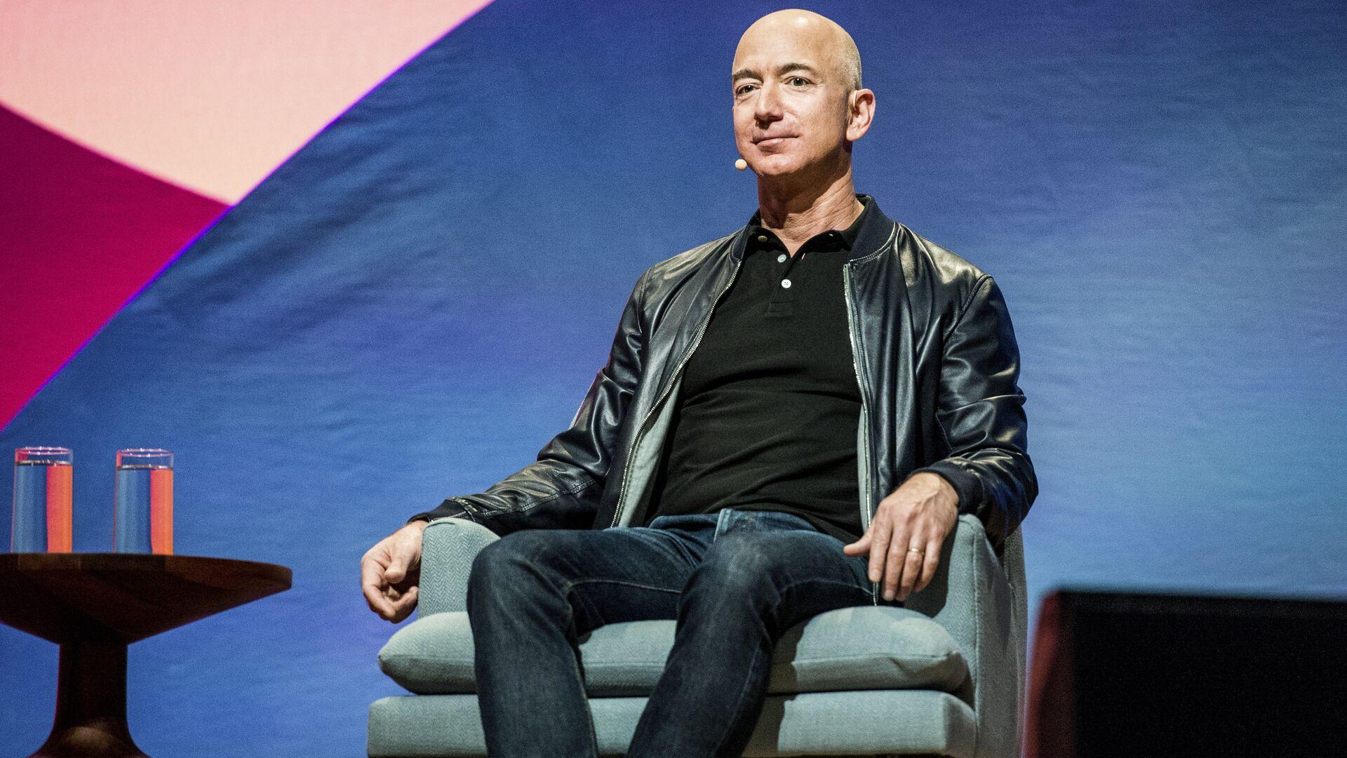 Генеральный директор Amazon Джефф Безос в Лос-Анджелесе - РИА Новости, 1920, 07.06.2021