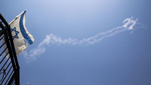 Конденсационные следы ракет Patriot на небе на севере Израиля