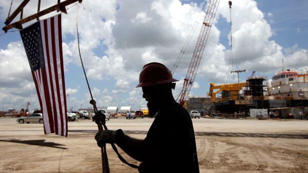 В Мексиканском заливе сократилась добыча нефти из-за угрозы шторма