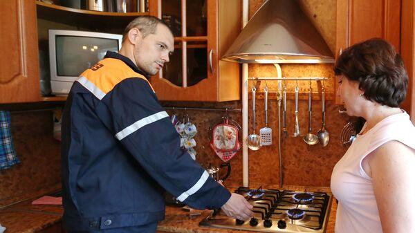 Сотрудник службы эксплуатации газового оборудования