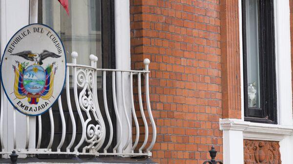 Балкон здания посольства Эквадора в Лондоне