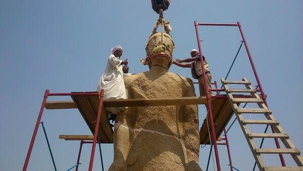 Работы по реставрации семиметрового памятника фараону Рамзесу II. 26 июля 2018