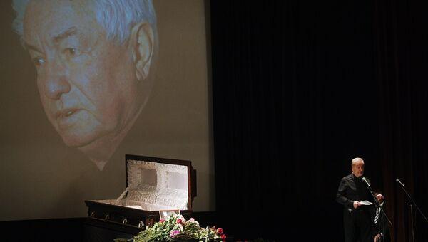 На церемонии прощания с писателем Владимиром Войновичем в Центральном Доме литераторов в Москве. 30 июля 2018