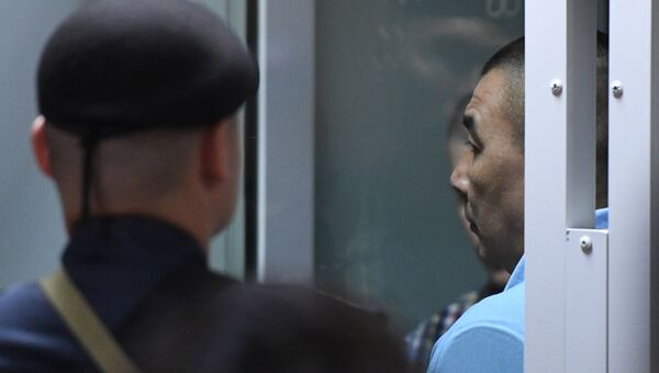 Член банды GTA Анвар Улугмурадов, обвиняемый в серии убийств водителей в Мособлсуде во время оглашения приговора. Архивное фото