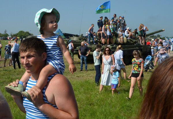 На праздновании Дня  ВДВ в 83-й отдельной  гвардейской  десантно-штурмовой бригаде в городе Уссурийске