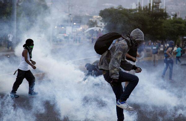 Акция протеста против повышения цен на топливо и проезд в общественном транспорте в Тегусигальпе в Гондурасе. 30 июля 2018.
