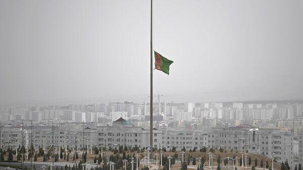 Государственный флаг Туркменистана в Ашхабаде