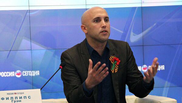 Журналист Грэм Филлипс на пресс-конференции. 8 августа 2018